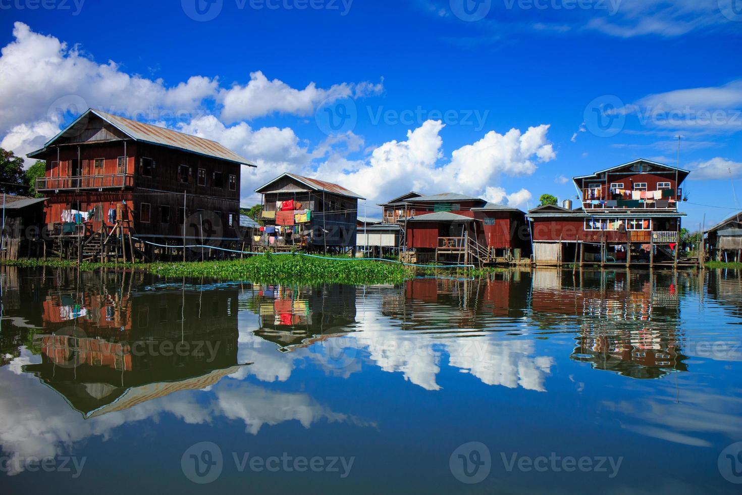 huis in inlemeer, myanmar foto
