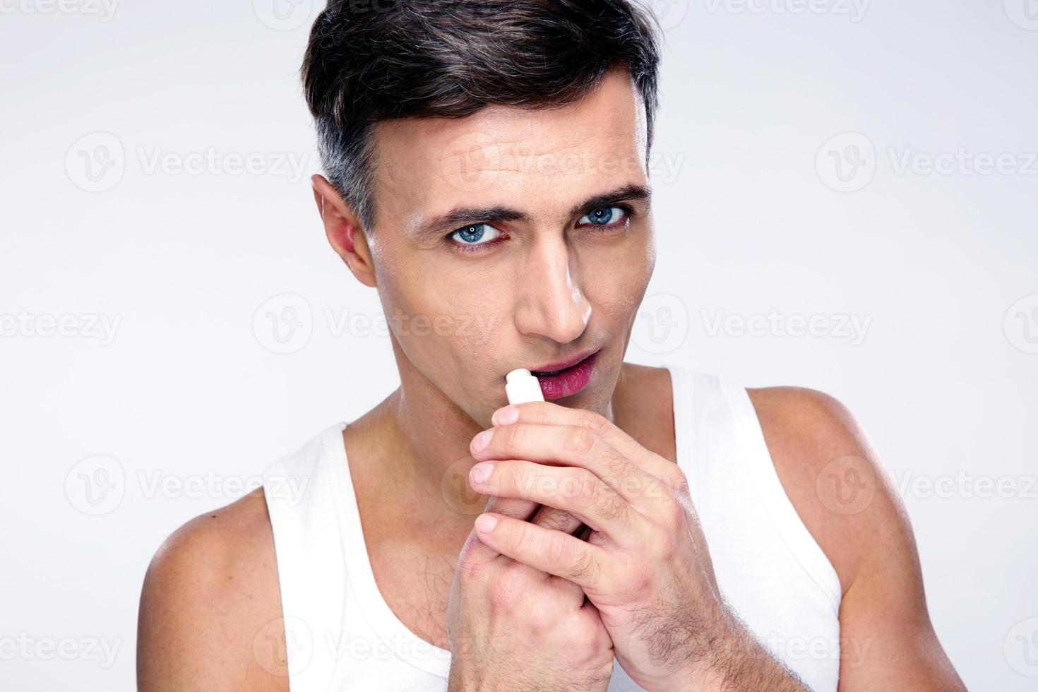 portret van een man met lippenstift foto