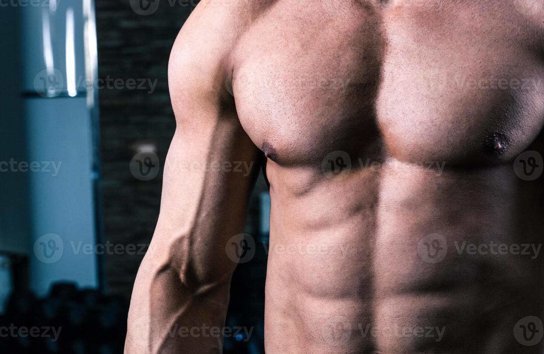 borst van gespierde man foto