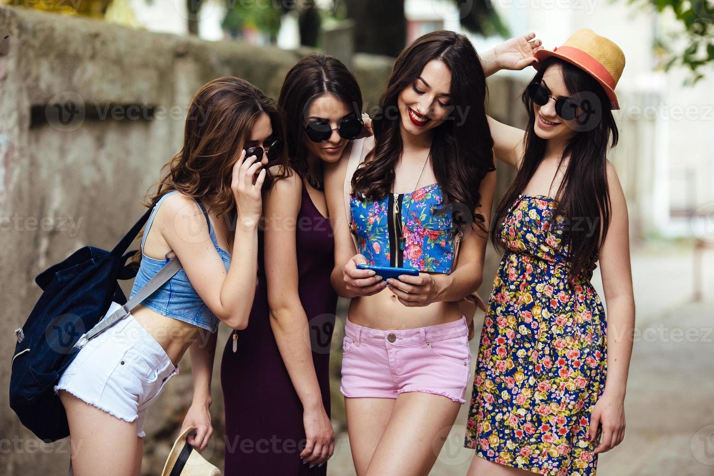 mooie meisjes in de stad foto