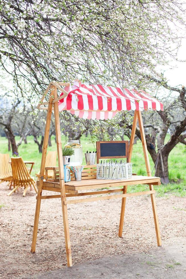 limonade staan in het park foto