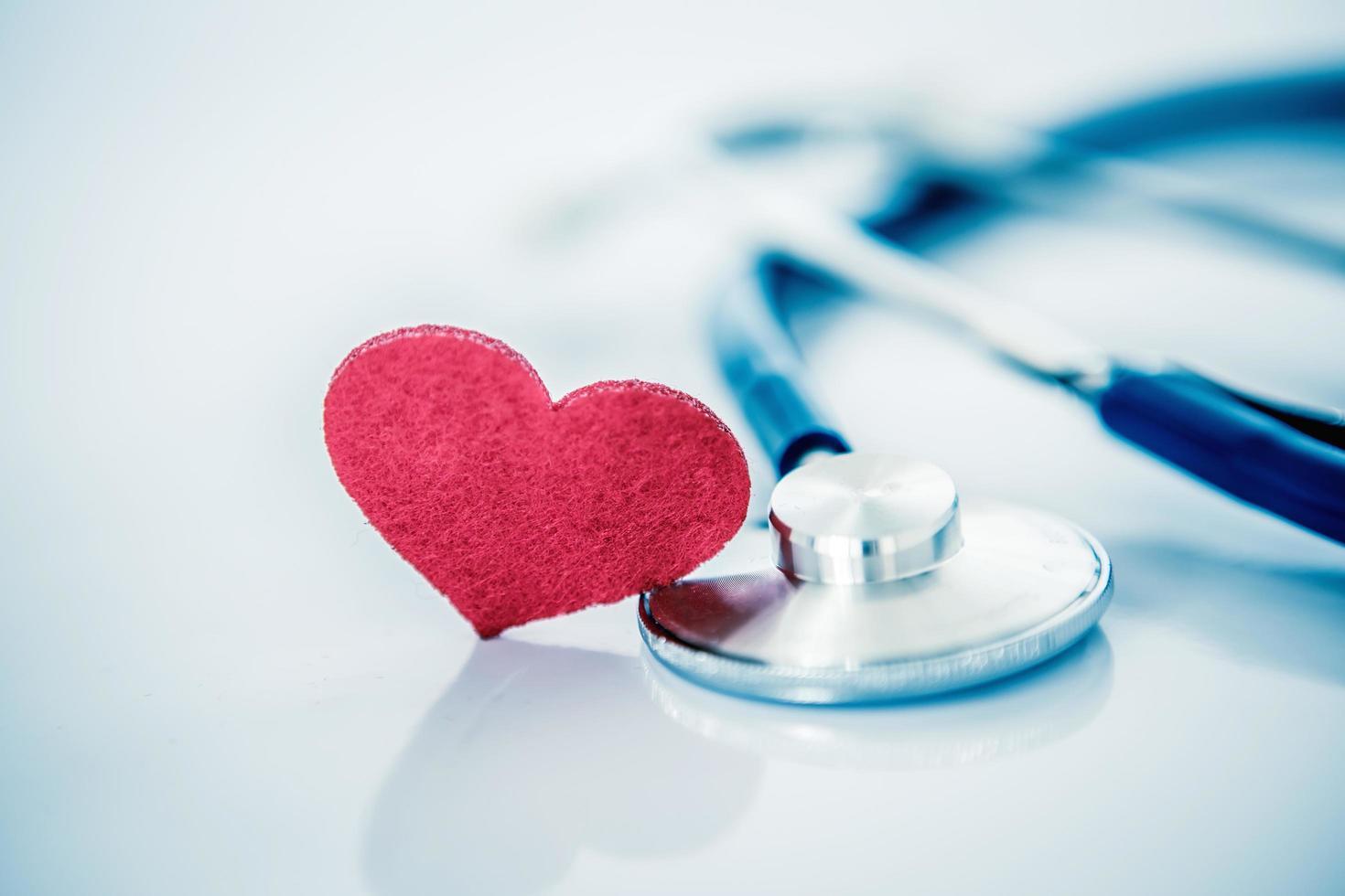 conceptueel beeld met medische stethoscoop foto