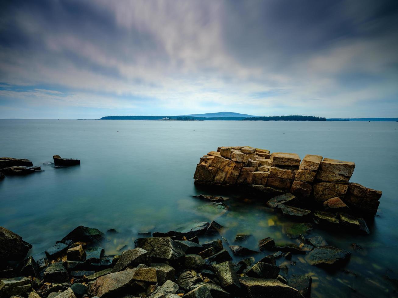 lange blootstelling van een uitzicht op de oceaan foto