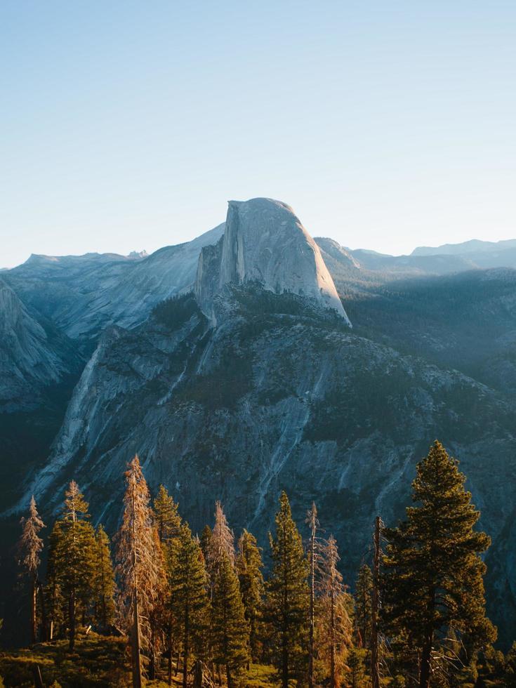 halve koepel in de ochtend in Yosemite National Park foto
