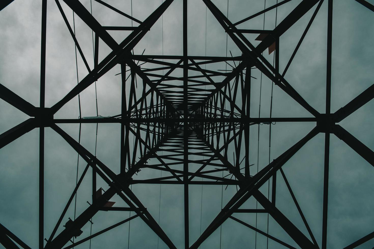 lage hoek gezien toren foto