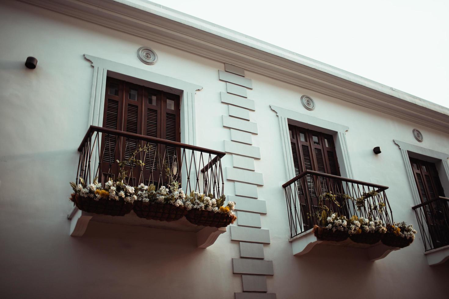 wit betonnen huis foto
