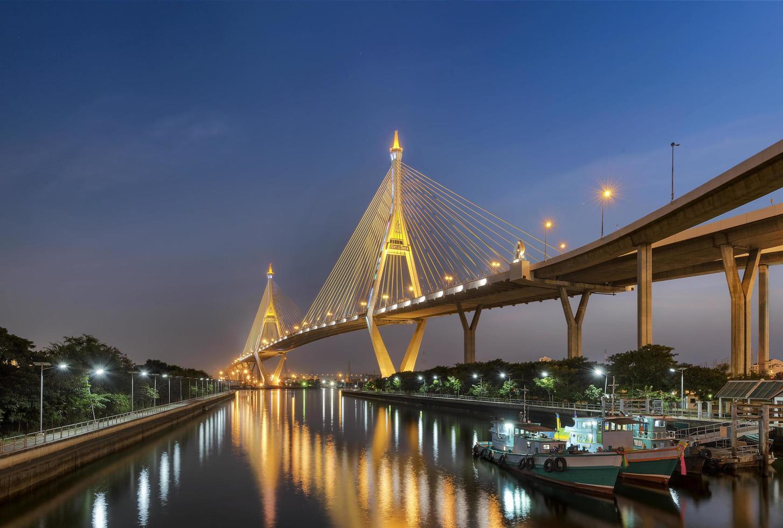 bhumibolbrug in Thailand foto