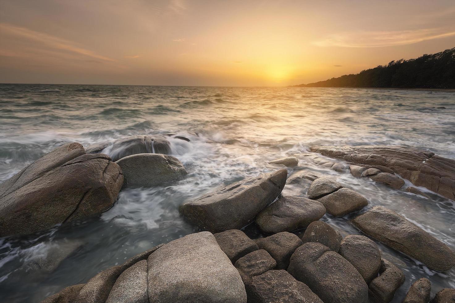 mooie zomerse zeegezicht foto