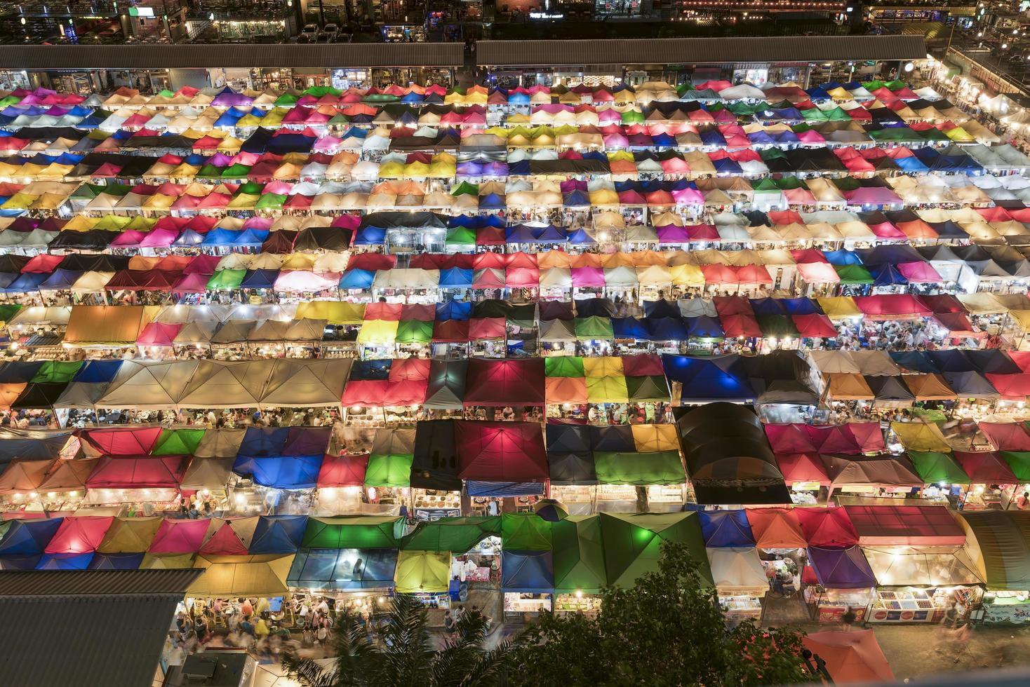 kleurrijke markt in bangkok foto