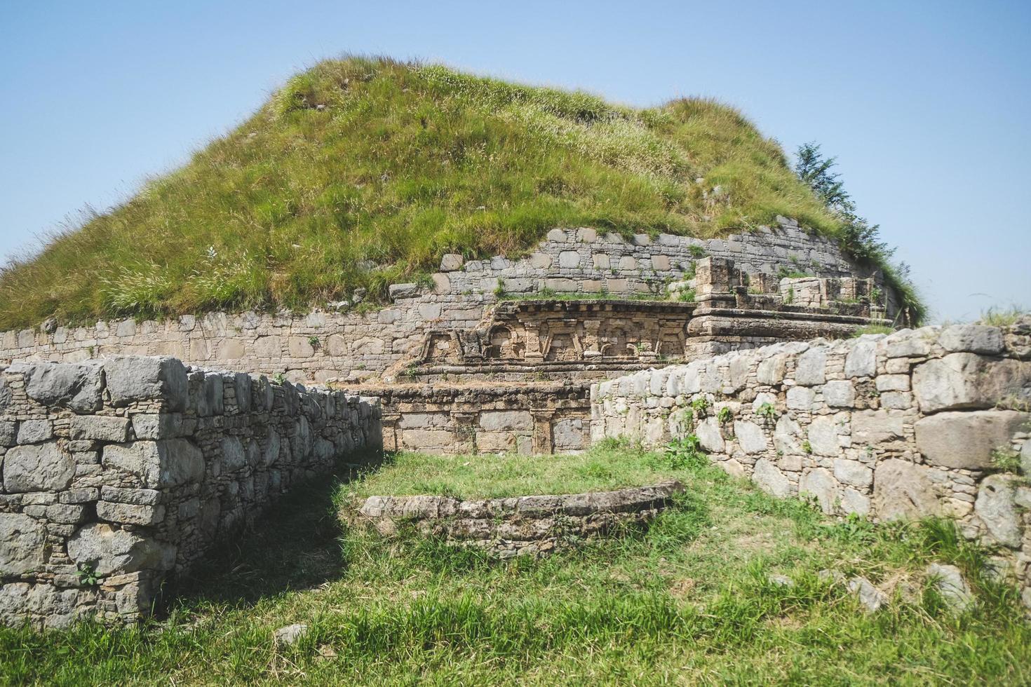 historische boeddhistische dharmarajika-stoepa in pakistan foto