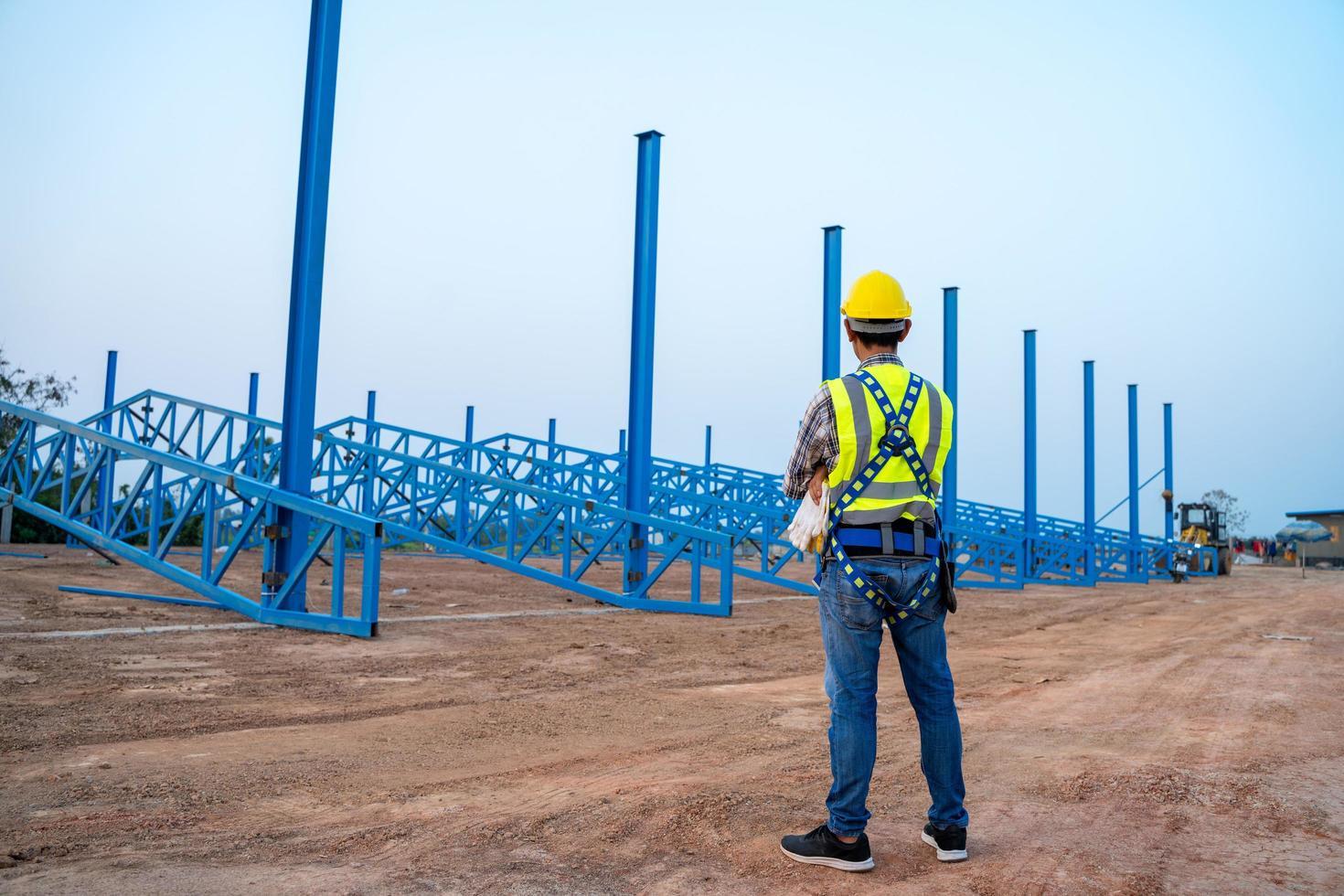 bouwvakker op de bouwplaats foto