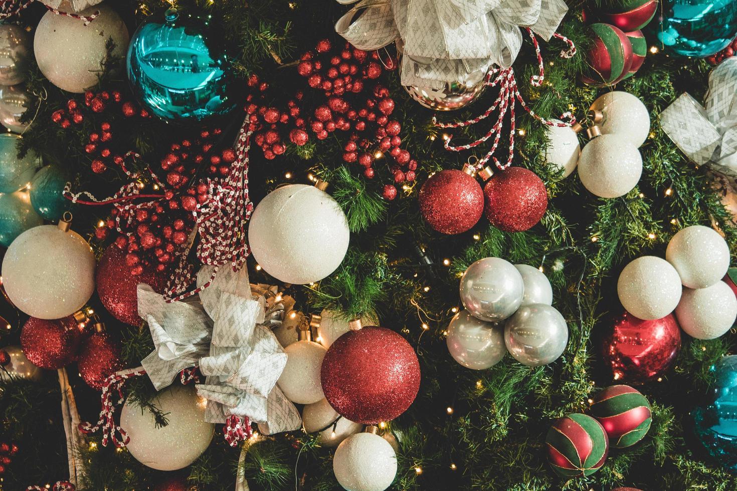 kerstboom bollen foto