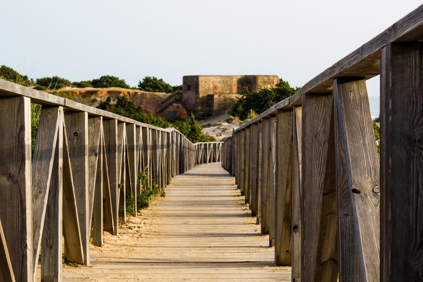 bruine houten brug foto