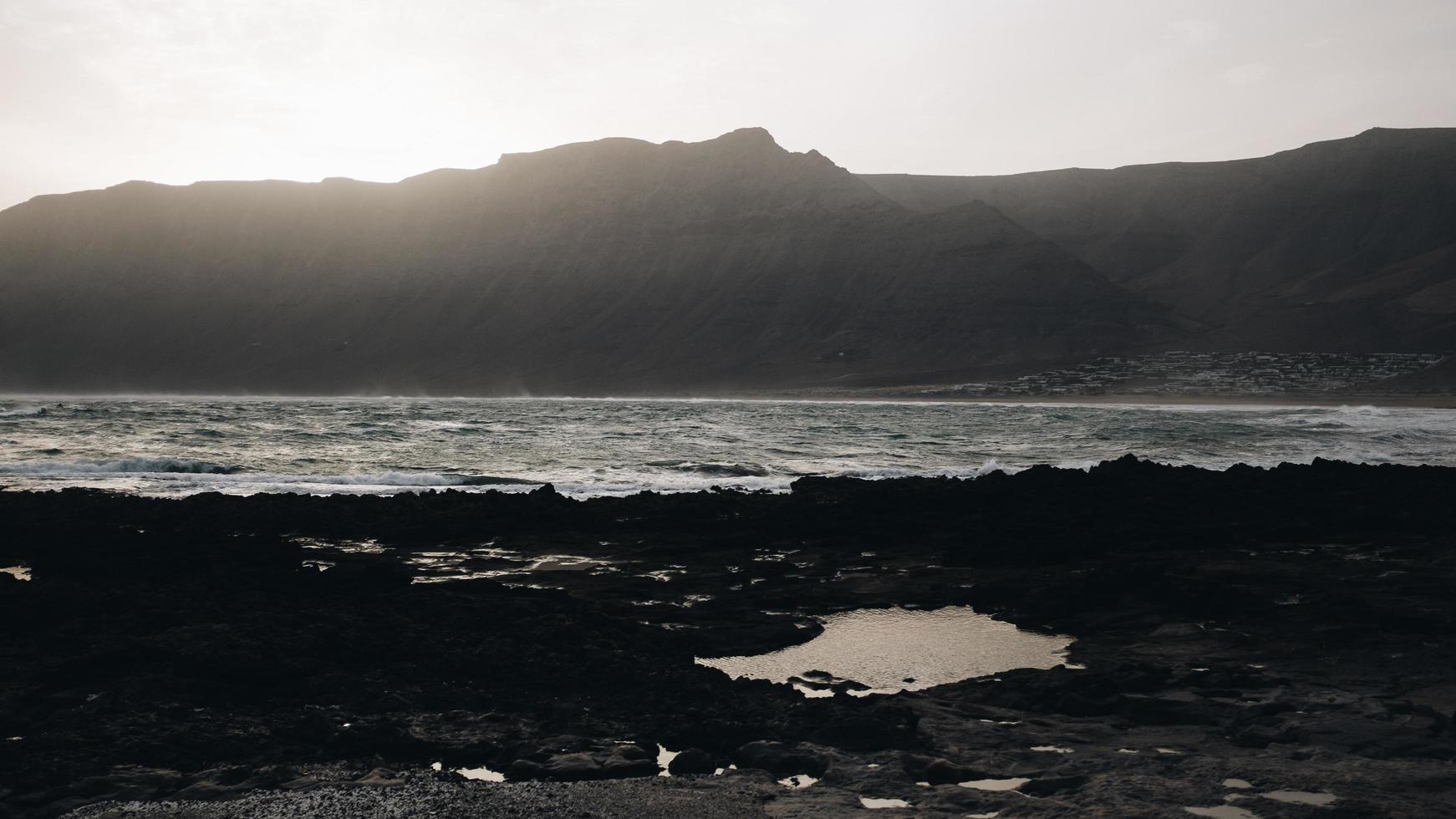 silhouet van de berg foto