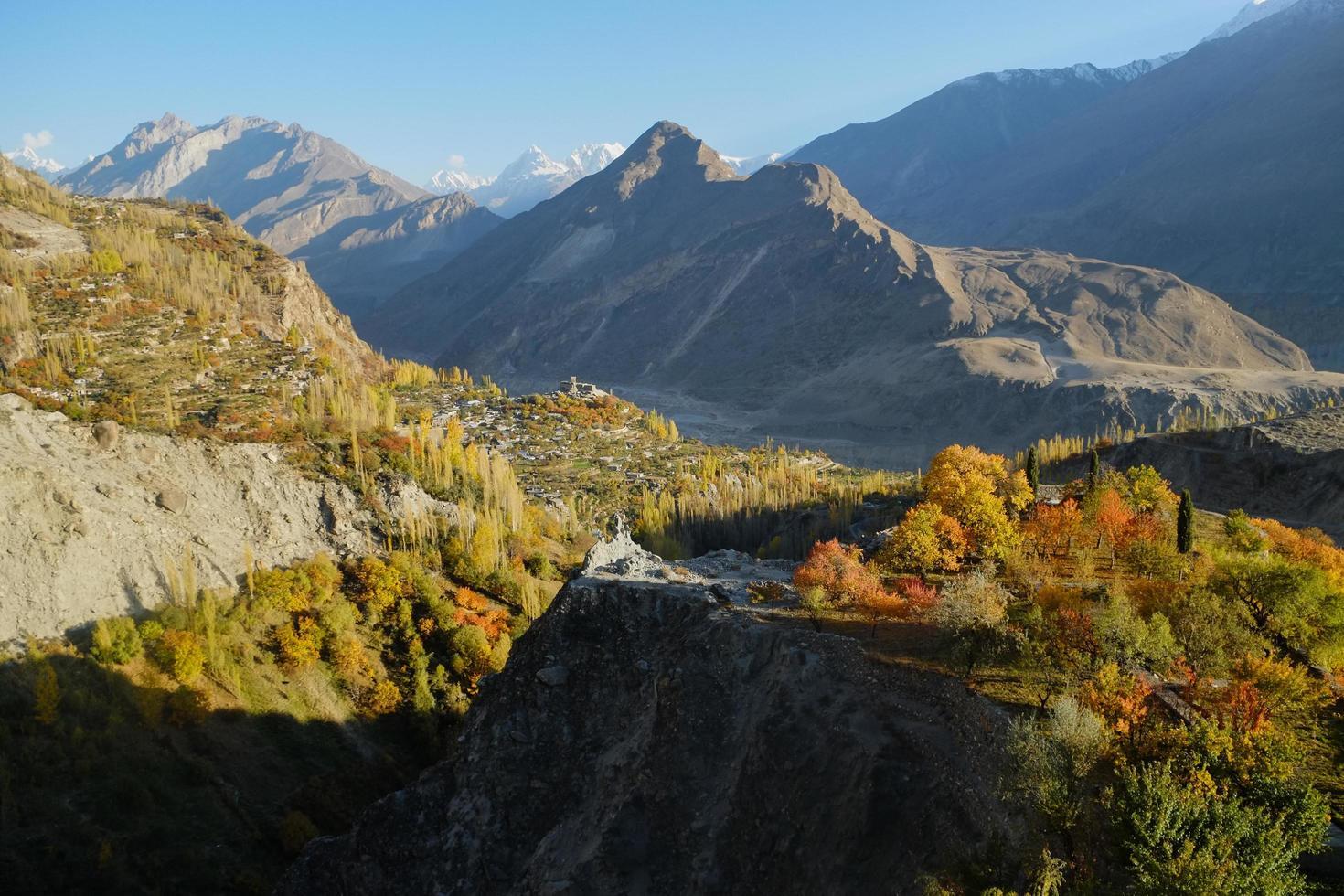 Karakoram-gebergte in de herfst foto