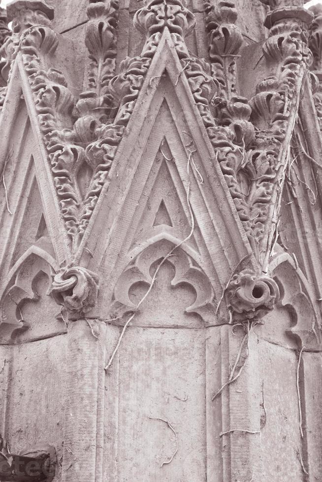 detail over de ruïnes van de kerk van St. Luke, Liverpool foto