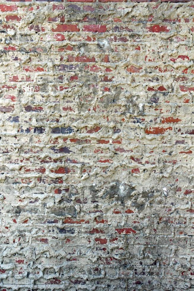 oude bakstenen en mortelmuur foto