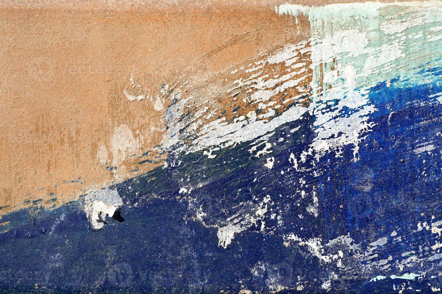 hees, bekrast en geschild oppervlak met blauw en geelachtig foto
