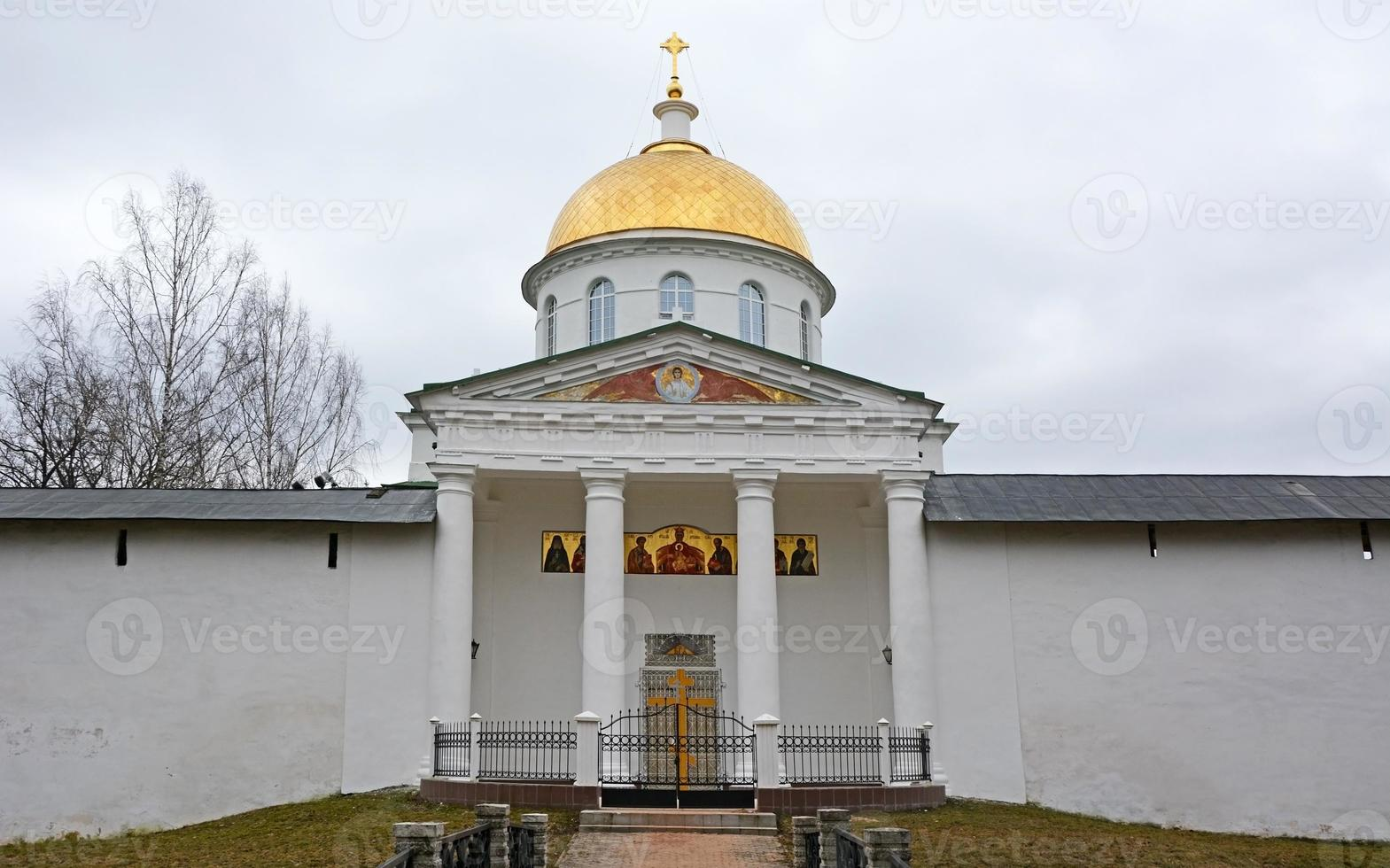 st. michael's kathedraal van het pskov-grotten heilige slaapzaal klooster foto