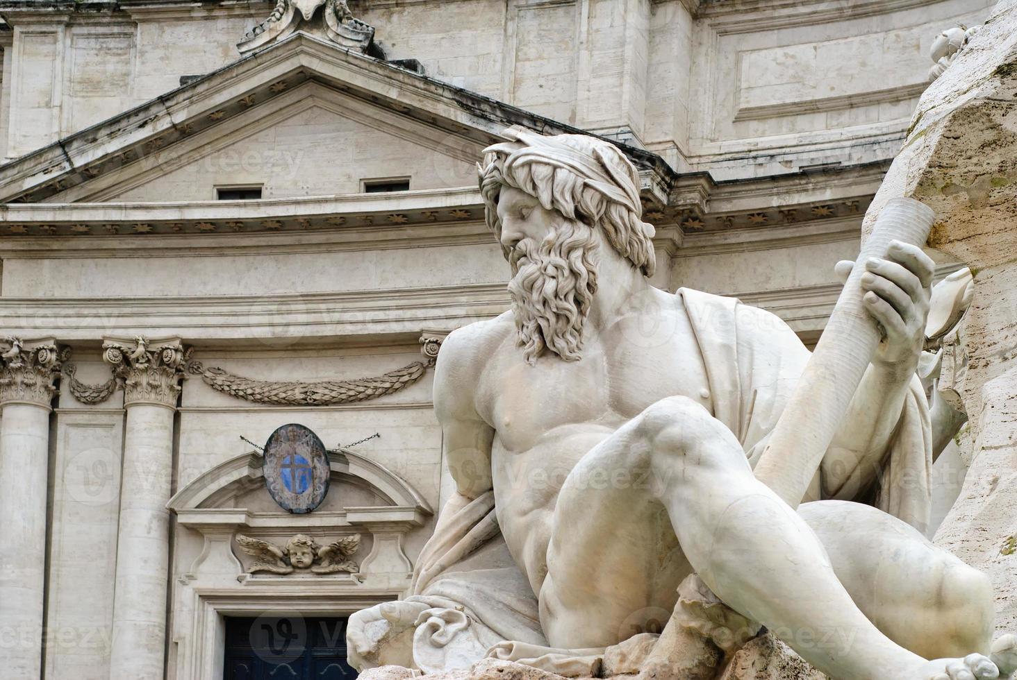 standbeeld van neptunus, rome, italië foto