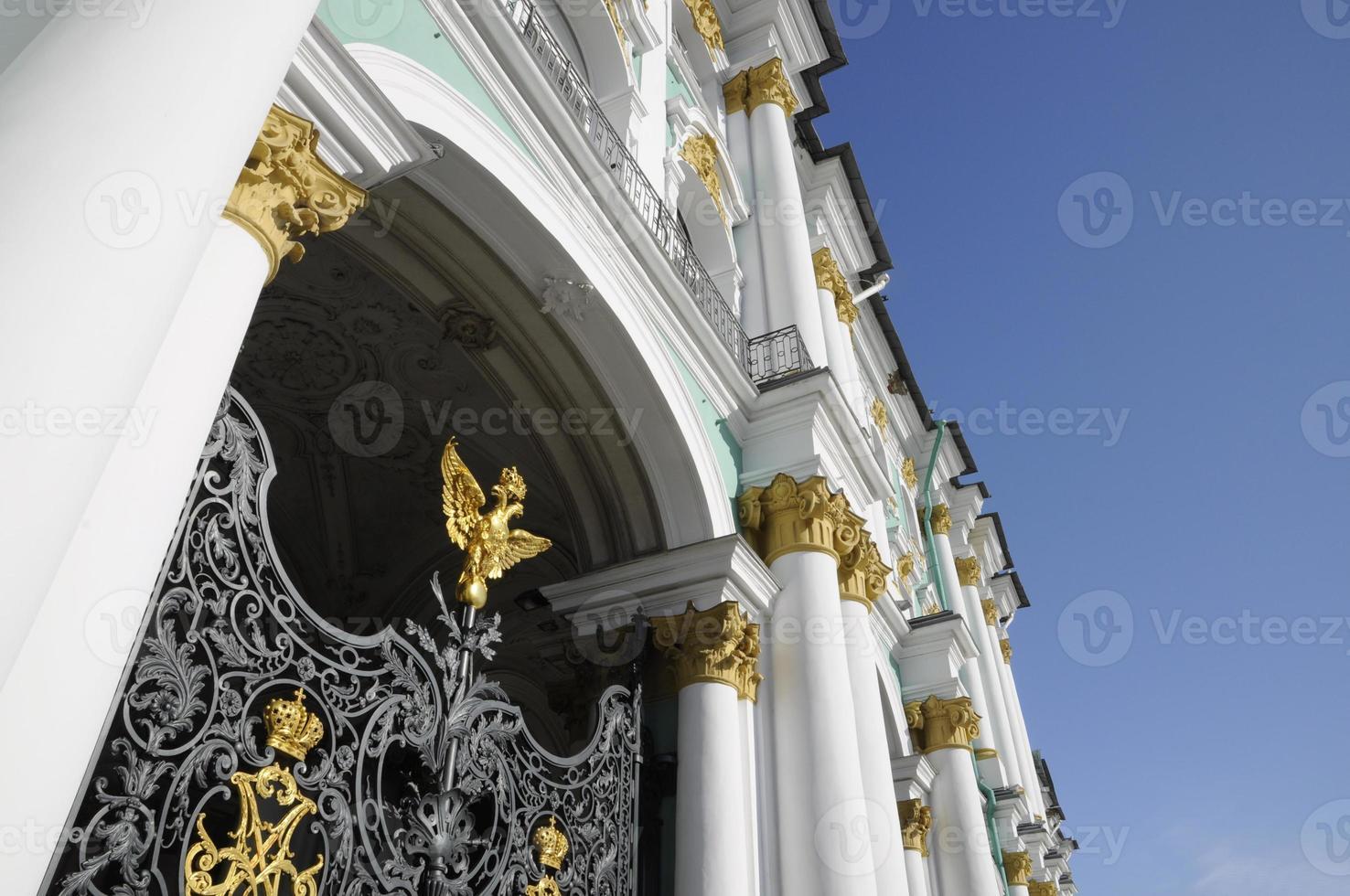 poorten van het winterpaleis in st. petersburg, rusland foto