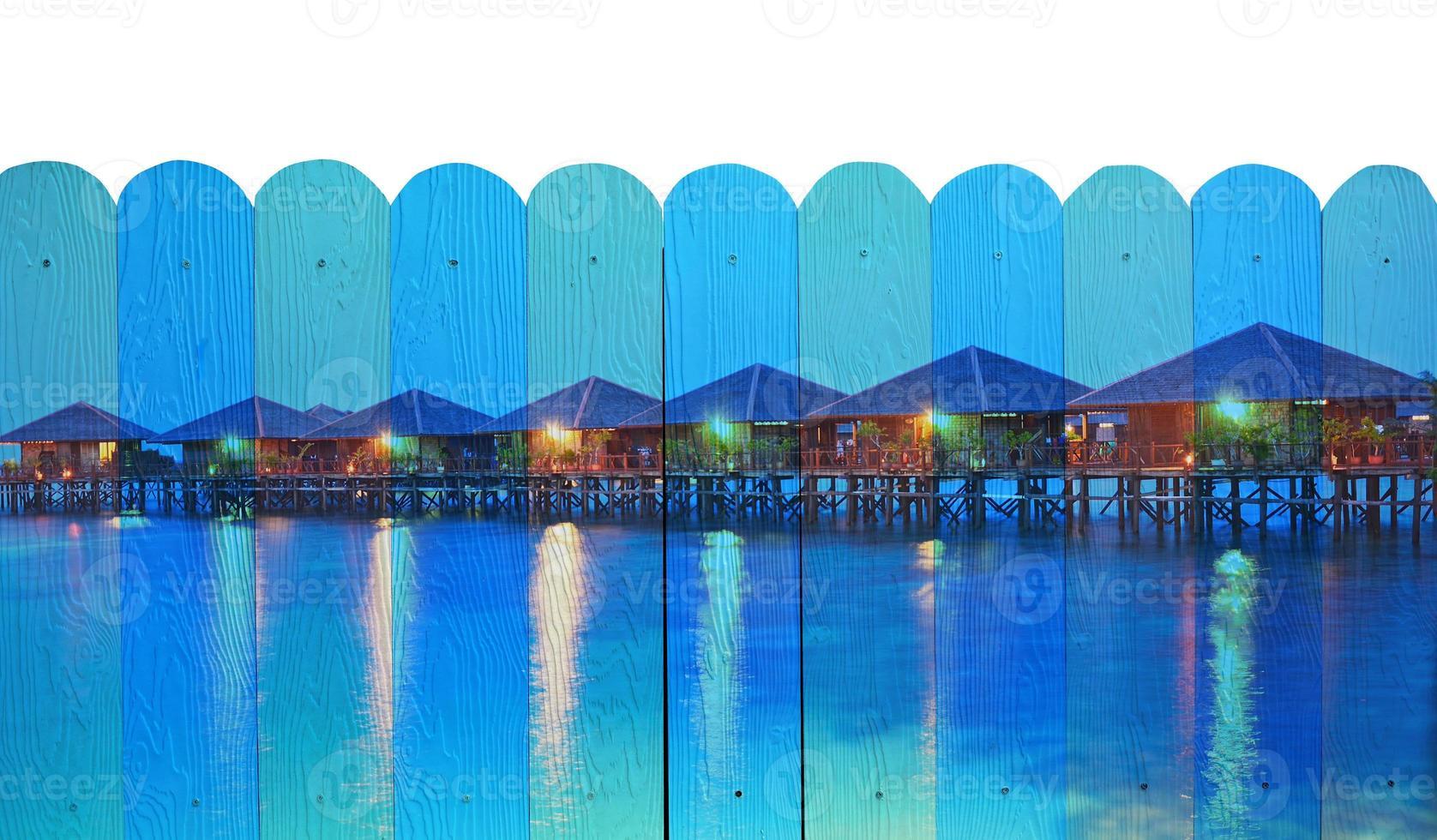 """""""zeegezicht van sipadan"""" muurschildering. het houten hek schilderij concept foto"""