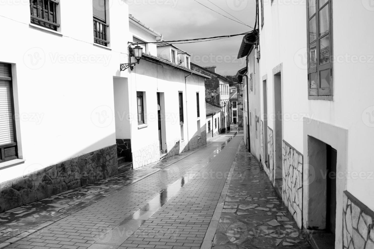 straten van een stad in asturië, spanje foto