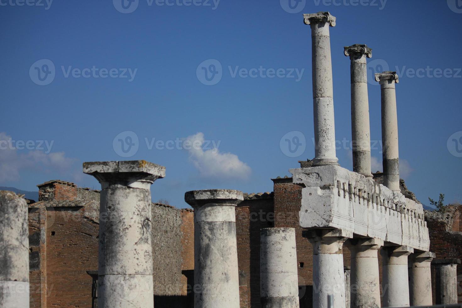 pompei roman forum, colonnade foto