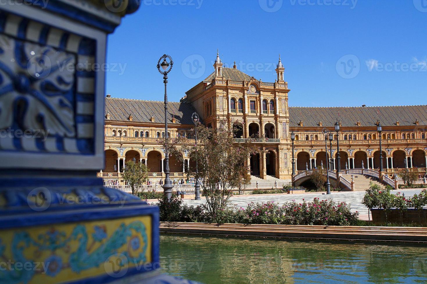 paleis en keramiek in plaza de españa, sevilla. foto