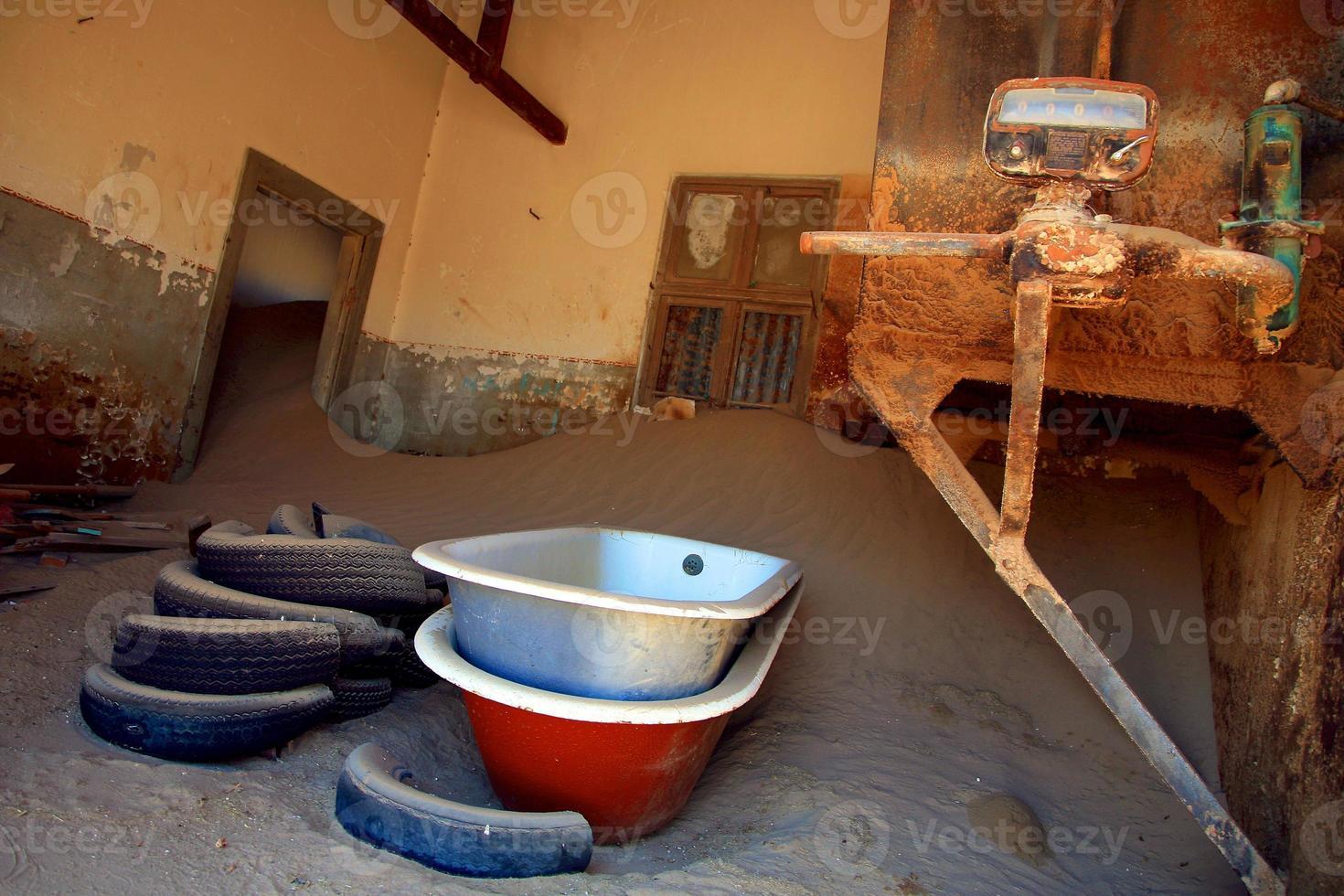 spookstad in kolmanskop dichtbij luderitz, namibië foto