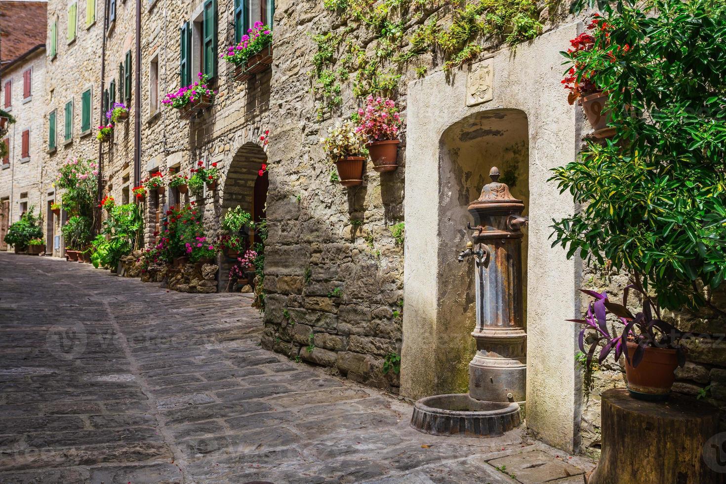 Italiaanse straat in een kleine provinciestad Toscaanse foto