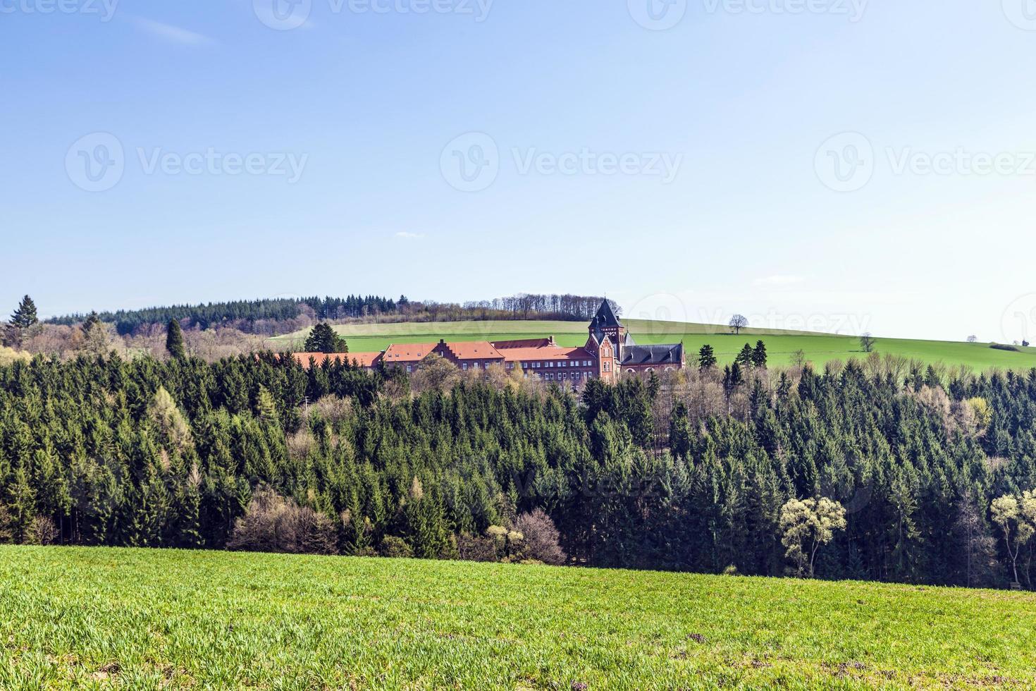 landschap met kerk van goddelijke woordzendelingen foto