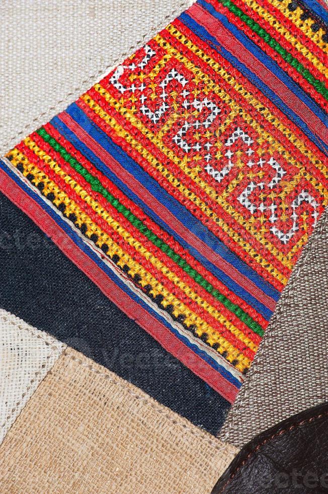 kleurrijke Thaise Peruaanse stijl deken oppervlak close-up. foto