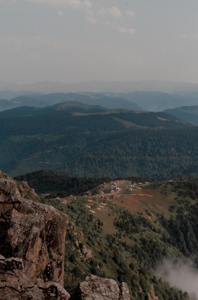luchtfoto van huizen op de berg foto