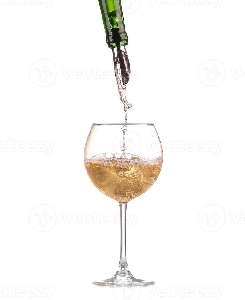 leeg wijnglas geïsoleerd op zwart en wit foto