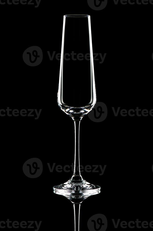 glas op zwarte achtergrond foto