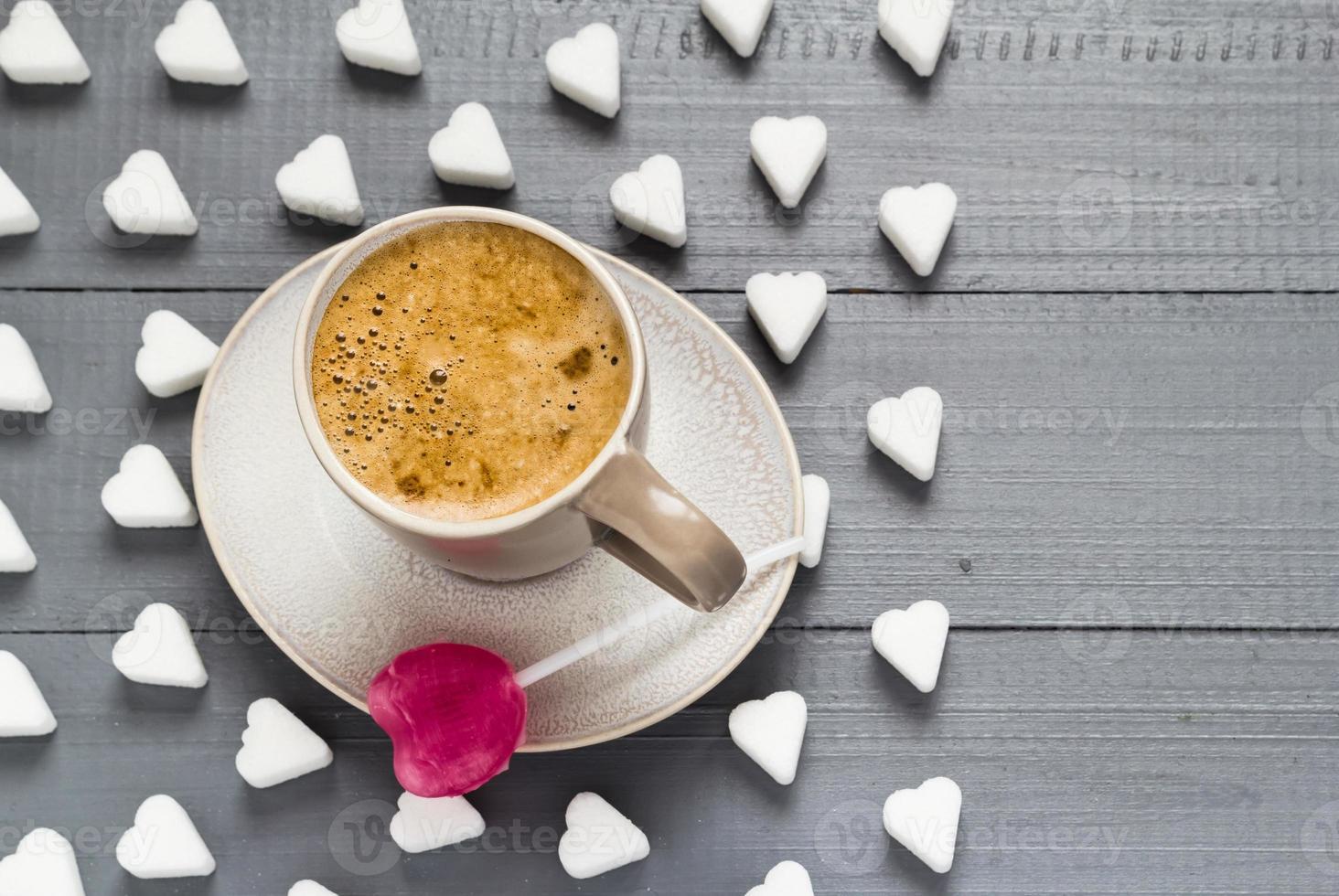kopje koffie snoep hartvormige lolly suikerklontjes foto