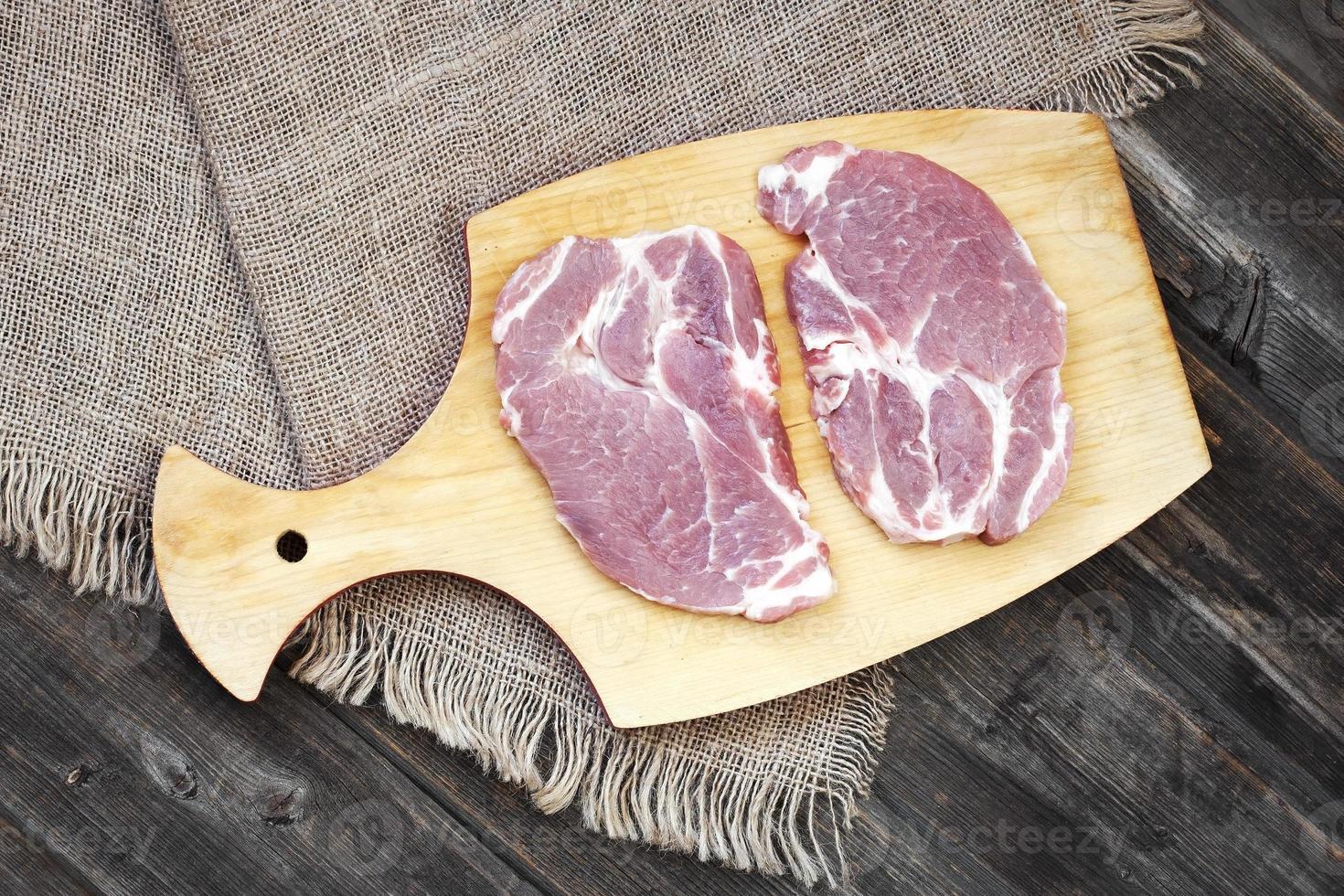 stukjes ruw vlees foto