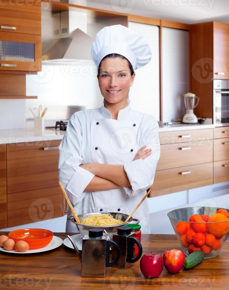 chef-kok vrouw portret in de keuken foto