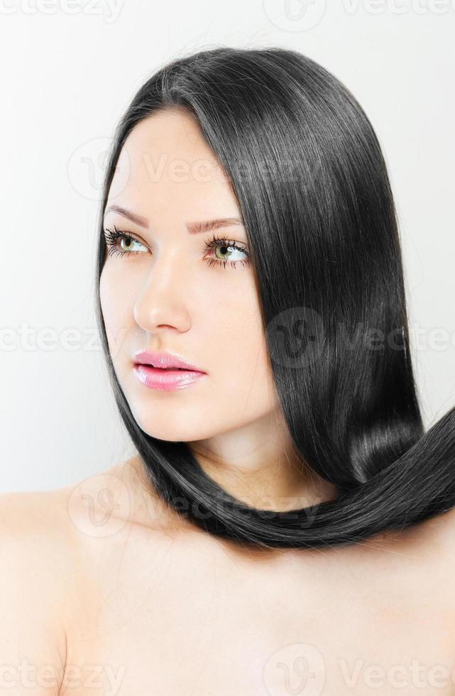 mooie vrouw met gezond lang haar foto
