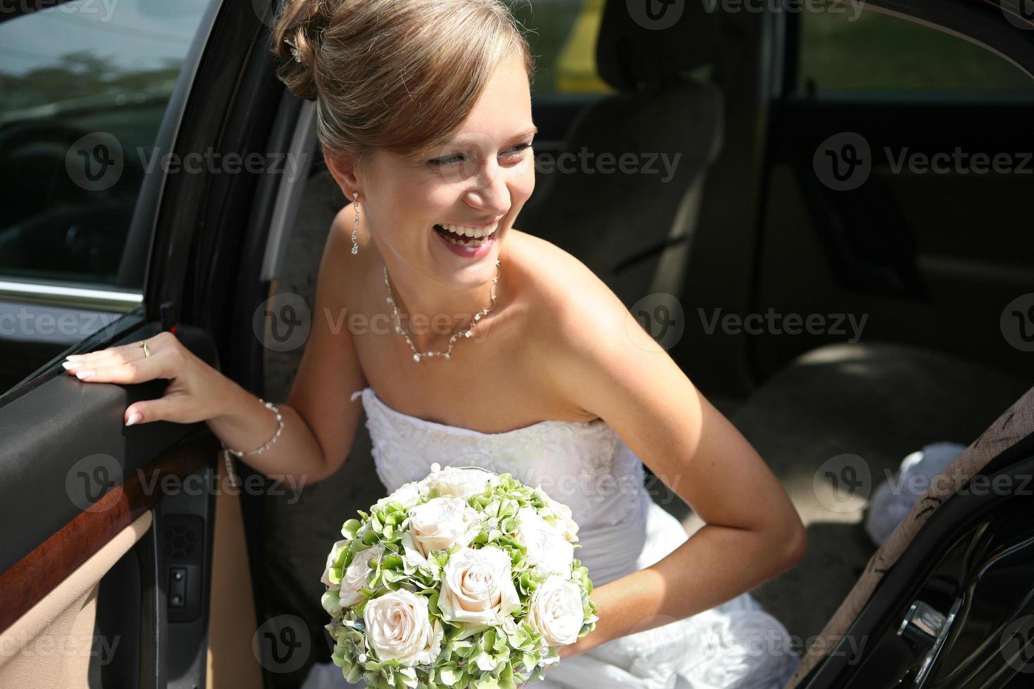 mooie gelukkige bruid foto