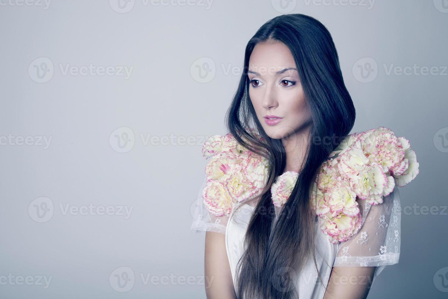 schoonheid portret van brunette jong meisje, lente. foto