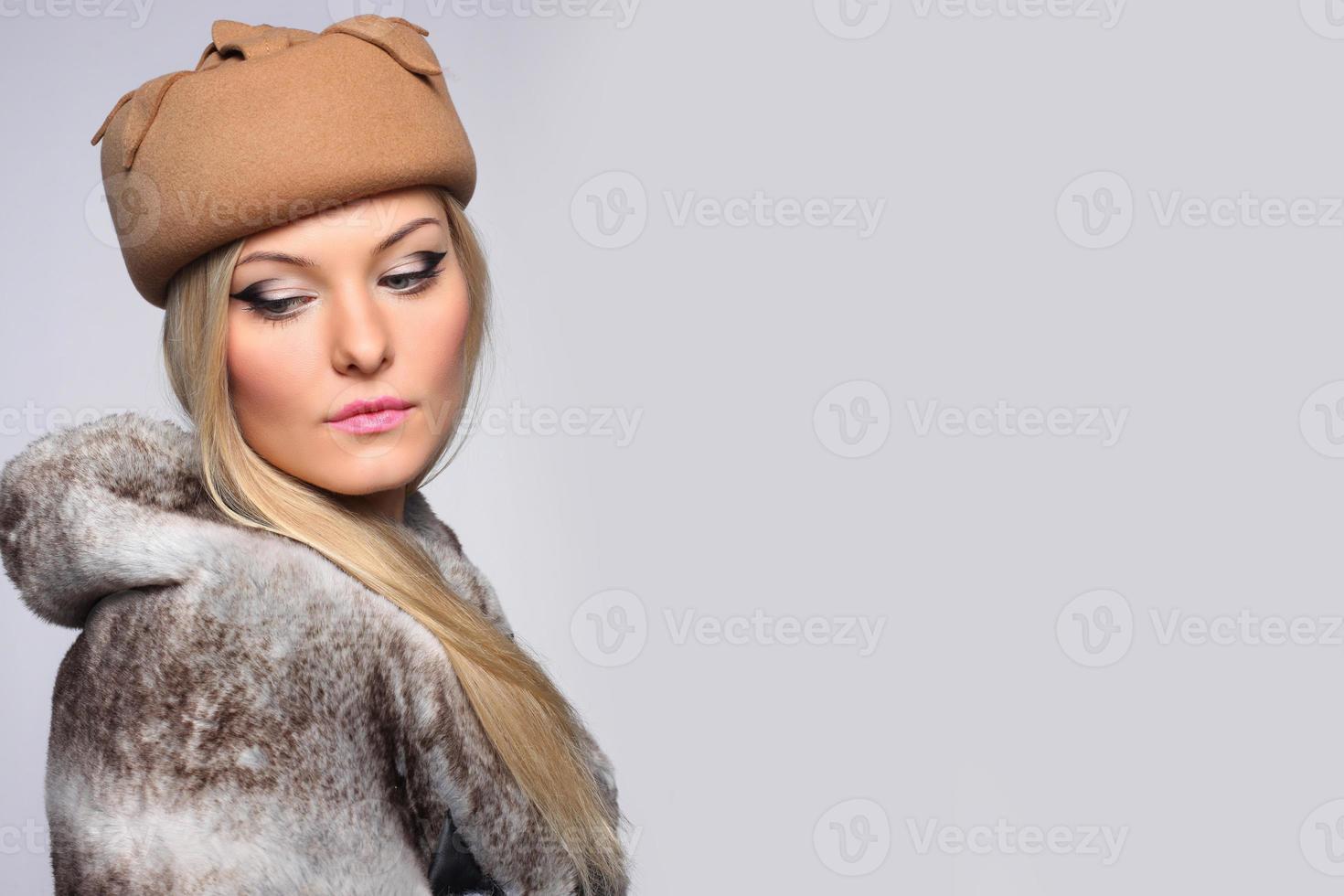 sluit portret van mooie blonde vrouw foto