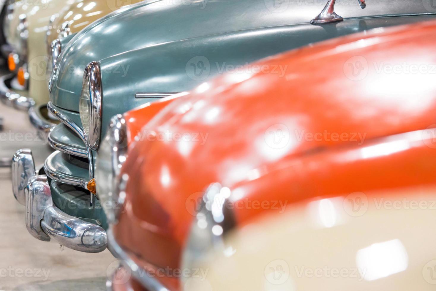 rode en witte auto's foto