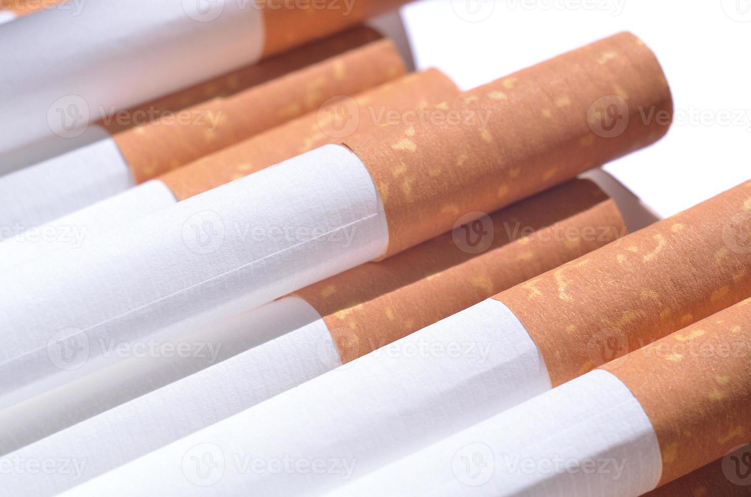detail van sigaretten met filter foto