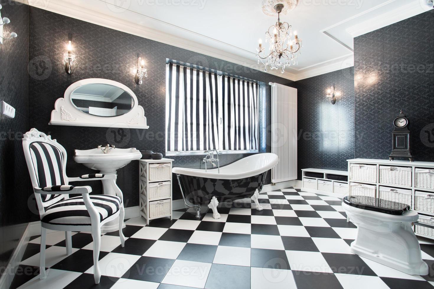 witte en zwarte moderne badkamer foto