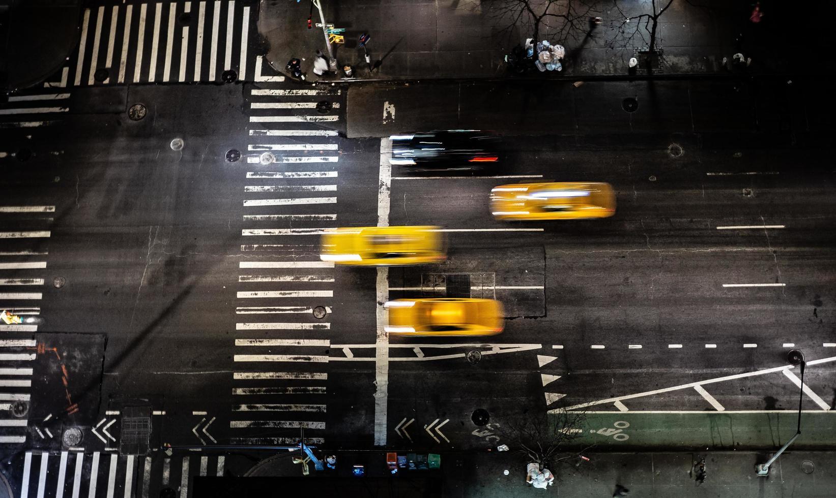 gele taxi's op straat foto