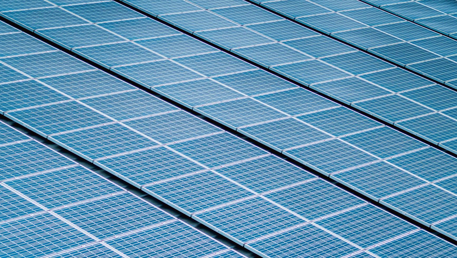 close-up van zonnepanelen foto