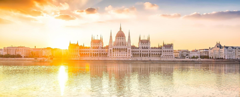 parlementsgebouw bij zonsopgang foto