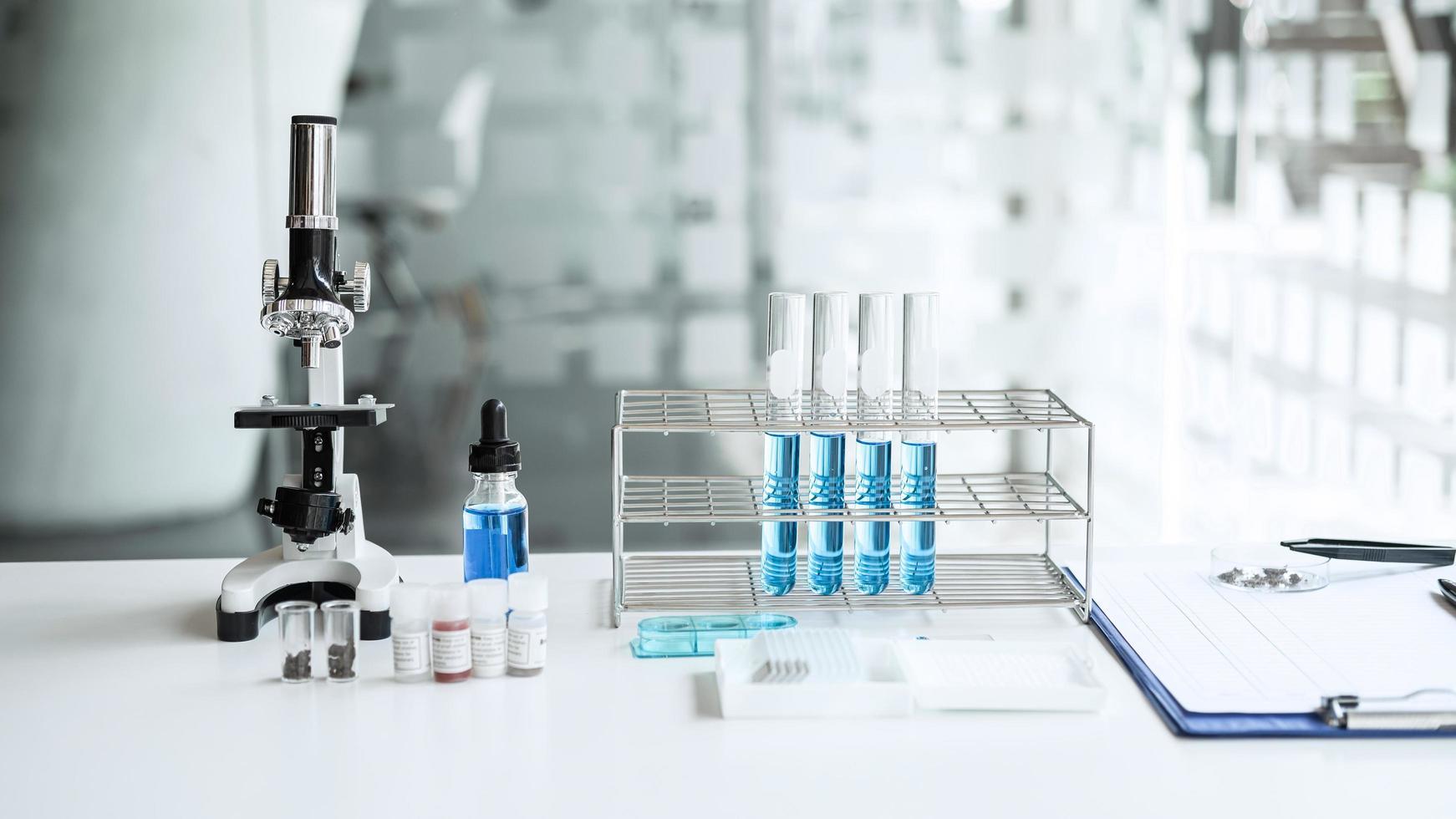 een zicht op een wetenschappelijk laboratorium foto